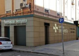 Fachada farmacia Senyera